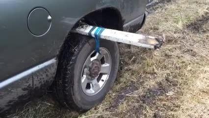 راهی ساده برای خارج کردن خودروی گیر کرده در گل و لای