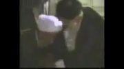بوسیدن پای امام خامنه ای توسط آیت الله مصباح یزدی (دامت افاضاته)