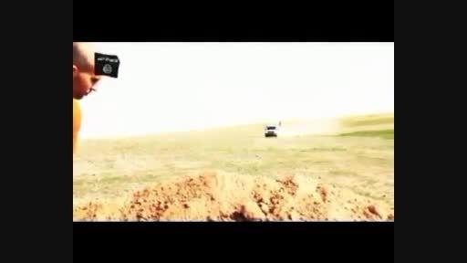 سربریدن اسیر سوری، پس از اجبار او به کندن قبر
