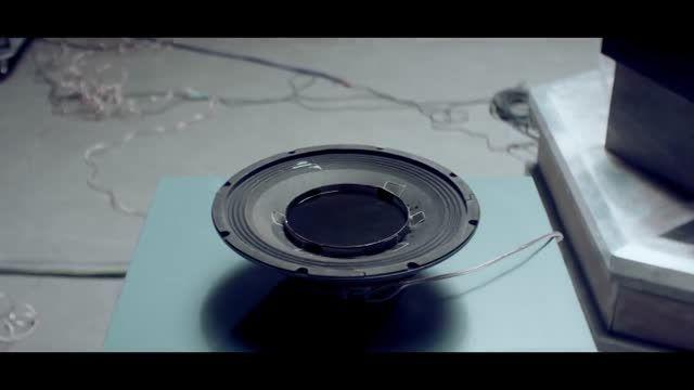 موزیک ویدیو بسیار زیبا با اشکال مختلف تولیدی از صدا