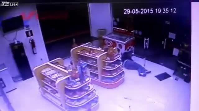 قتل پلس توسط سارق مسلح در حین سرقت