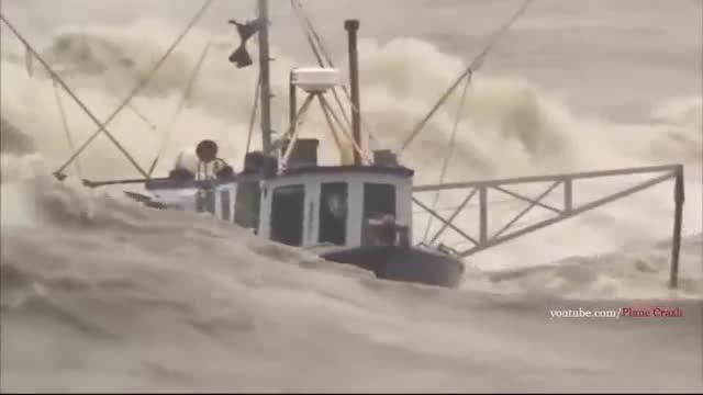 کشتی ها در طوفان !!!