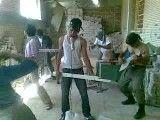 کنسرت راک با مصالح ساختمانی در انبار