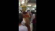 دستگیری مردی با لباس عجیب در مکه!!!