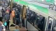 اقدام باورنکردنی مسافران مترو برای نجات جان یک مسافر