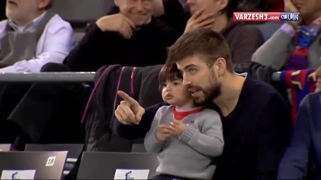 پیکه و پسرش در مسابقه ی بسکتبال بارسلونا.