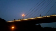 نمای زیبای پل کابلی در شب