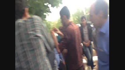 ادای احترام دکتر احمدی نژاد به شهدای شهر چلیچه