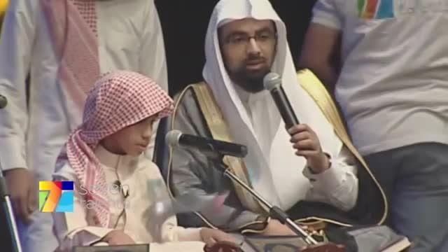 پسر بچه ی نابینا که کل قرآن رو از حفظ است(فوق العاده)