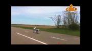 فیلمی عجیب از دوچرخه سواری با سرعت ۲۶۲ کیلومتر در ساعت!