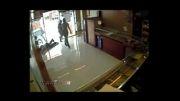 اقدام وحشیانه سارقان مسلح هنگام سرقت از جواهرفروشی...!