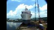 لحظه ی به اب انداختن کشتی های غول پیکر(:
