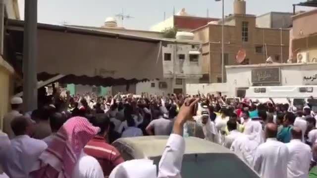 فریاد لبیک یاحسین(ع) شیعیان قطیف در پی انفجار انتحاری