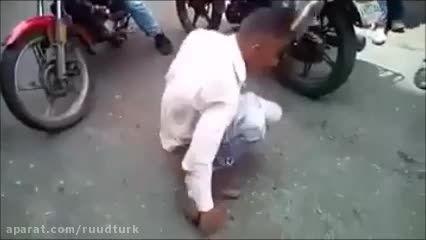 ببینید وحشیا دزد رو خودشون چه جوری مجازات میکنن؟!