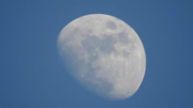 لنز نیکون با قابلیت زوم 83x برابر عکاسی از خود ماه