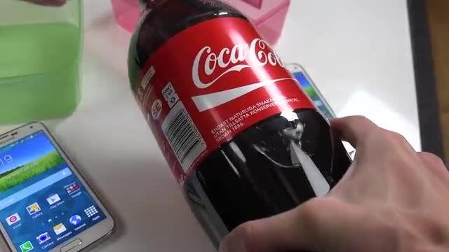 آزمایش کوکاکولا برای سامسونگ گلکسی اس5 و اس5 مینی