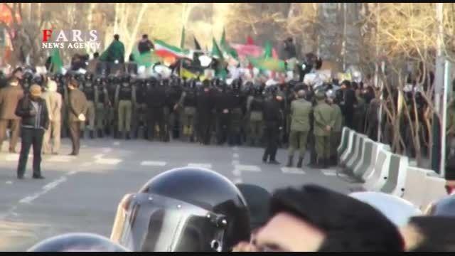 تجمع جلوی سفارت فرانسه و محکوم کردن توهین به پیامبر