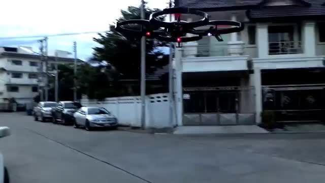 پرواز کوادکوپتر کنترلی