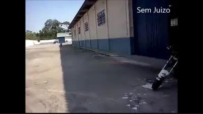 تک چرخ از جلو و پارک کردن موتور
