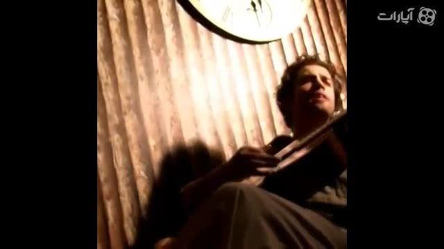 اجرای زنده بنیامین با گیتار