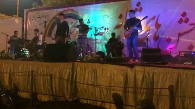 """اجرای زنده آهنگ """"هوای تو"""" از گروه هارمونیا"""