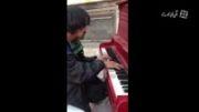 هنر واقعی - کلیپ دیدنی ازرایان نوازنده خیابانی پیانو فو