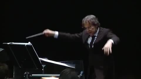قسمتی از اجرا زنده موسیقی فیلم ارباب حلقه ها