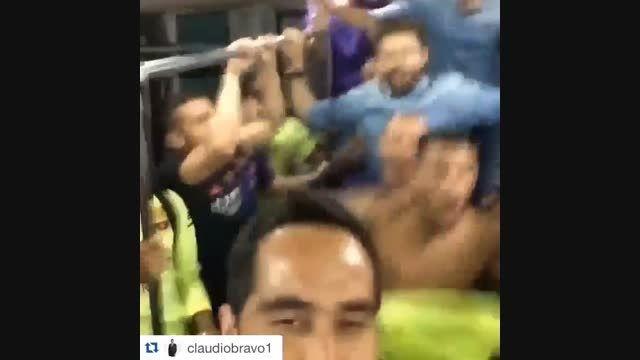 جشن قهرمانی بازیکنان بارسلونا در رختکن