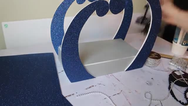 طرز ساخت تخت خواب برای عروسک مانستر های  Sirena Von Boo