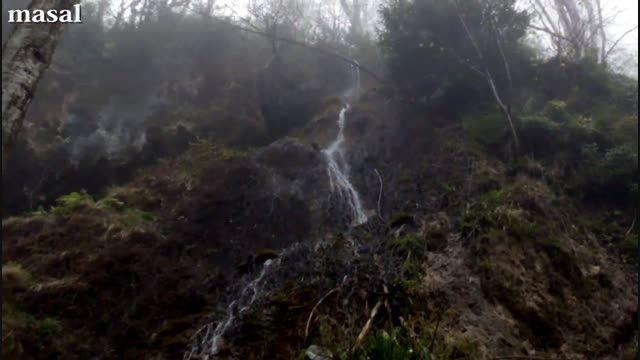 آبشار بسیار زیبا در دل طبیعت گیلان