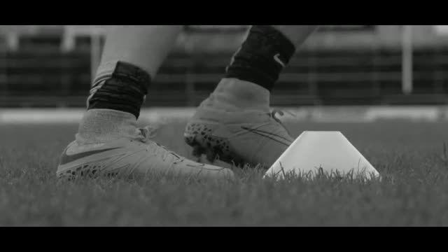 جدیدترین کفش های نایک (NIKE Hypervenom 2)