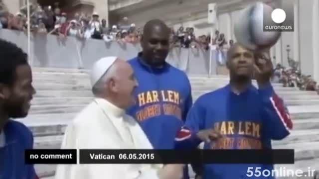 حرکت نمایشی پاپ فرانسیس با توپ بسکتبال