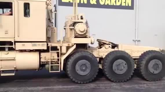 کشنده نظامی OSHKOSH M1070