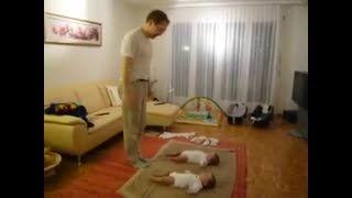 بازی با دوتا بچه کوچولو باحال !  (-: