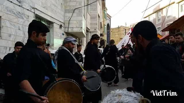 اجرای گروه موزیک(آوار) دماونددرکاروان نمادین محله درویش