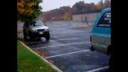 پارک کردن شگفت انگیز ماشین اسپرت...