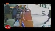 حمله شجاعانه زن کارمند به سارق قمه به دست!!!!