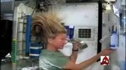 شستن سر در فضا
