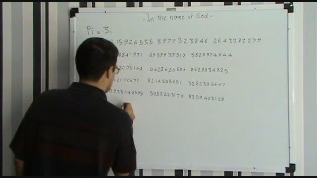 نوشتن عدد پی (Pi) روی تخته از حفظ تا 230 رقم اعشار !