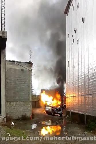 آتش سوزی یک دستگاه خودرو در بازار چوبر