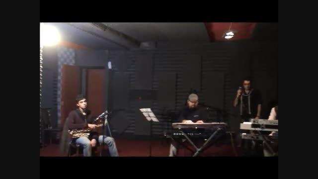 """اجرای زنده آهنگ فصل غمگین به همراه گروه """"پوژنگ پروازی"""""""