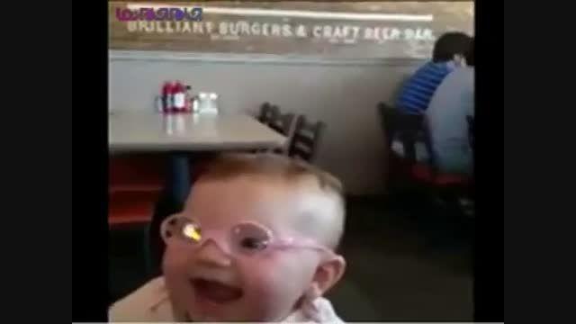 واکنش بچه کوچولو پس از عینک زدن+فیلم کلیپ گلچین صفاسا