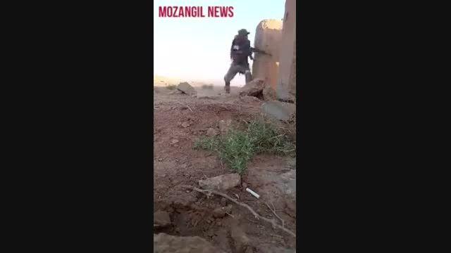 یک دلاور مرد مبارز تنها در محاصره داعشی عا