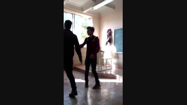 رقص در کلاس درس