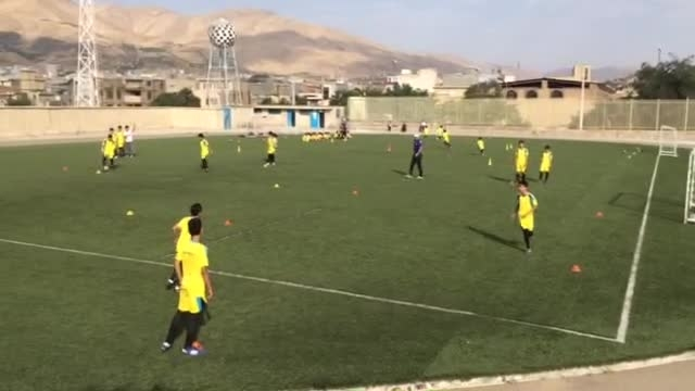 تمرینات فوتبال مدرسه فوتبال اینده سازان .شاهو کریمی