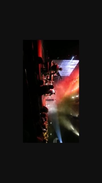 مجید خراطها - اجرای زیبای اهنگ مسافر در  کنسرت میلاد