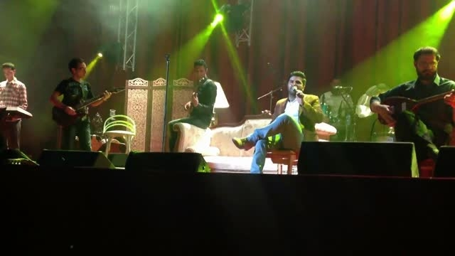 اجرای زنده آهنگ آواره توسط سلطان احساس.