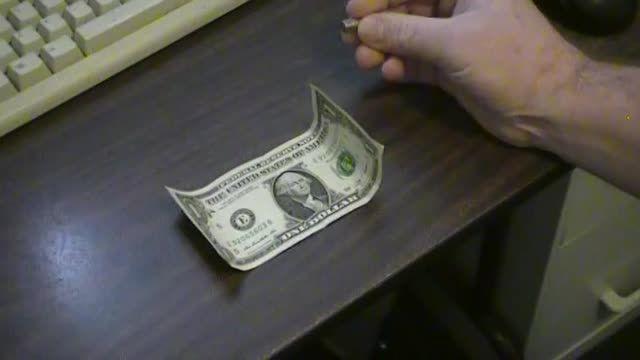 تشخیص سریع و راحت دلار اصل و تقلبی با استفاده از آهنربا