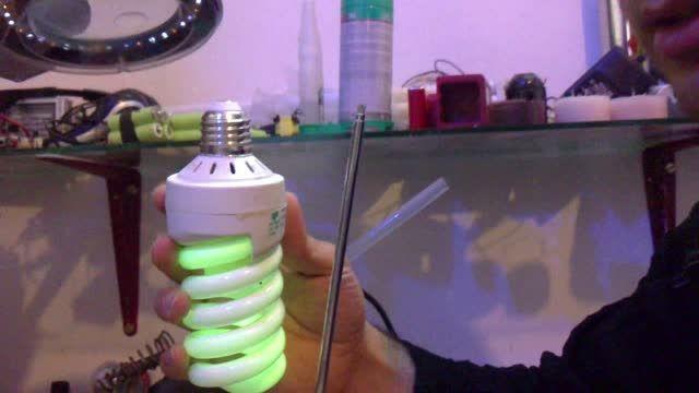 انرژی قوی رادیویی و روشن کردن لامپ