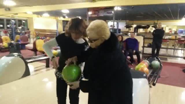 بازی بولینگ پیرزن 84 ساله